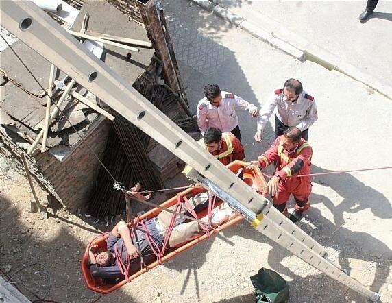 سقوط کارگر ساختمانی از طبقه چهارم