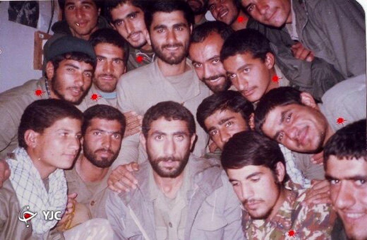 تصاویر دیده نشده از سردار قاآنی در بین ۱۴ شهید تخریبچی + عکس
